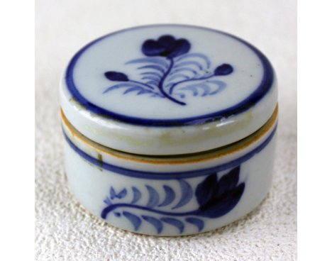 Pilulier en porcelaine, ancien