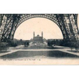 Paris - Le Trocadéro sous la Tour Eiffel